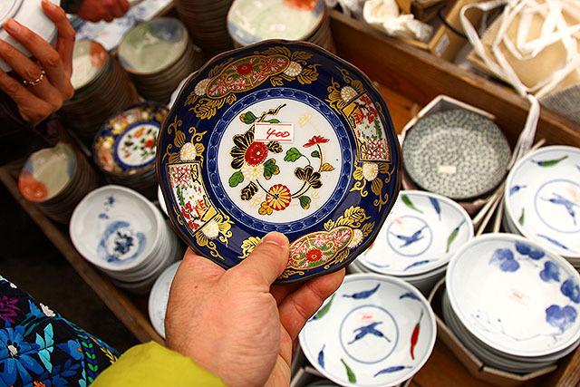 これで400円。実家にありそうな皿だろう。