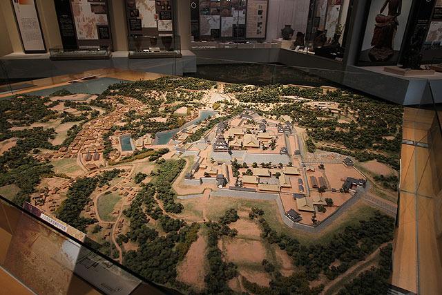 城の全体図を再現したジオラマがある。