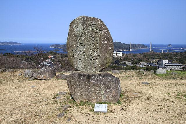 あちこちにいろんな石碑がある。