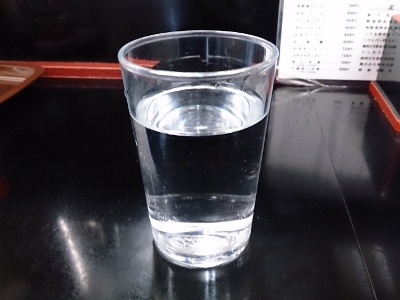 いいタイミングで出てくるコップの水