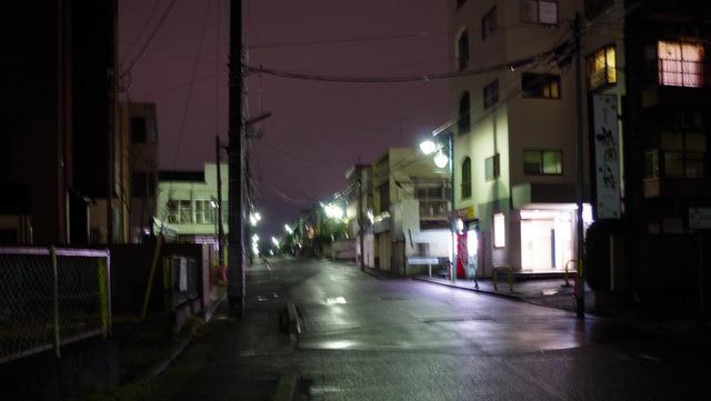 暗い中全く知らない住宅街歩くの楽しい