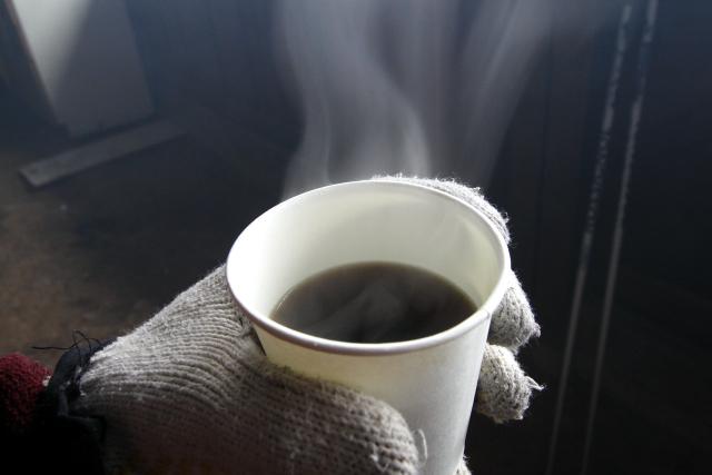 あったかいコーヒーを頂き、昼食を取る