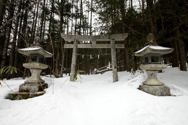 大平の鎮守、諏訪神社である