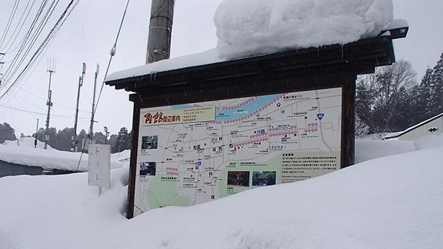 雪で地図に近づけないが、縦横にきれいに区分けされた町だということが分かる。