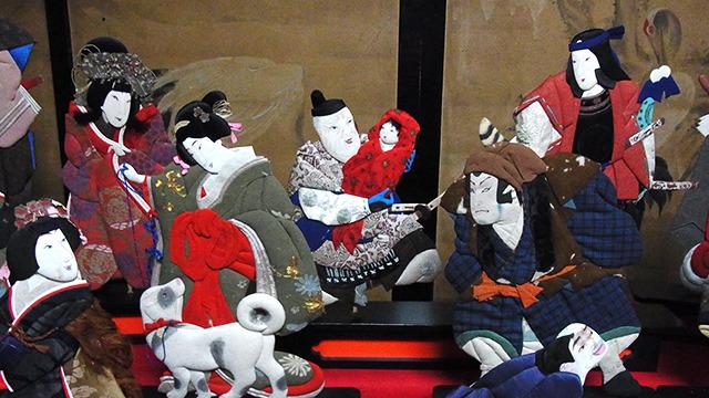 代々引き継がれている雛飾りを展示しているのだ。こちらは表情が面白い「押絵」。