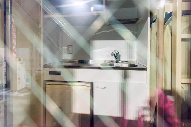 キッチンが見えるから! もちろんトイレもある。そうだよねえ、こういう設備必要だよねえ。