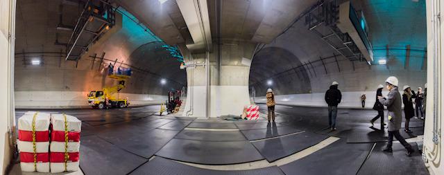 こんな! 反対車線のトンネルとの距離はわずか3m!