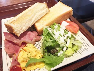 洋朝食プレート420円を優雅に注文