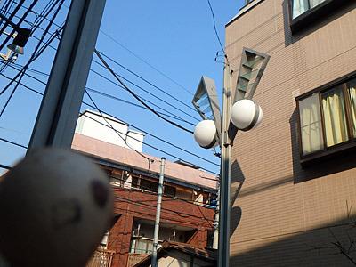 「おや、あの街路灯はなんだろう?この商店街はすべてウルトラマン型のはずでは……」