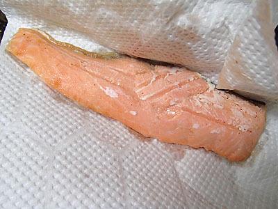 焼き魚なのに袋を開けたら結構ぬれていた。