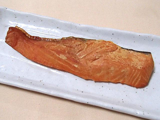 普通の焼き鮭よりもやや黄色がかった仕上がり。