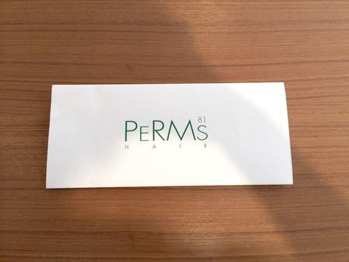 ヘアサロンの「PERMS HAIR 81」さん!(写真を撮る私の影がぼんやり映りこみすみません)