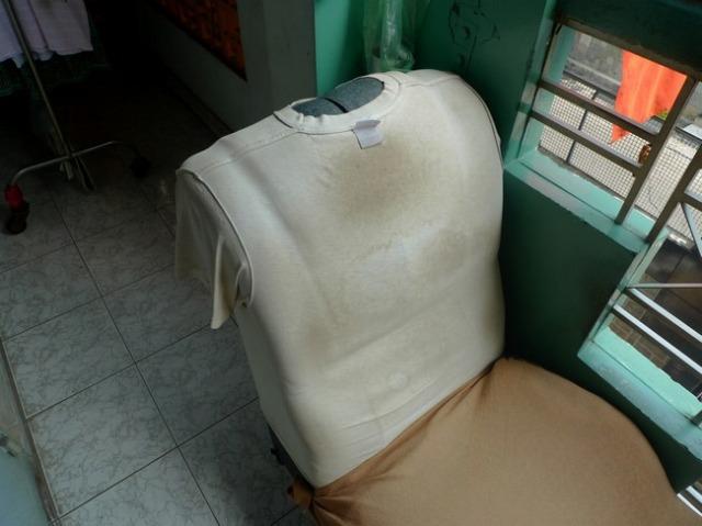 カバー代わりに古いTシャツが被せられ、昭和の親父の厚い胸板みたいになっていた。