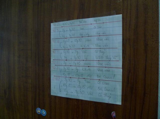 ドアに貼ってあったベト君の週間スケジュール、読めないけど忙しそうですね…。