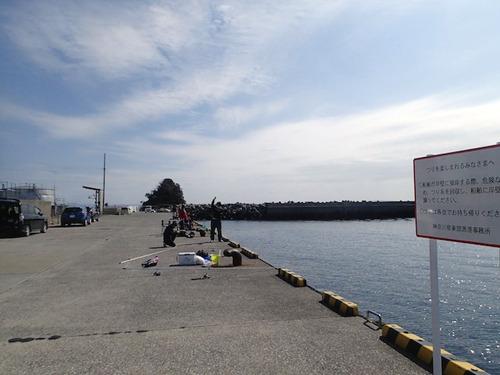 城ヶ島大崎の東側、通り矢堤防付近。