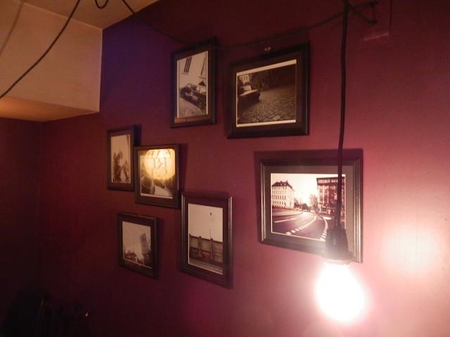 壁にはオーナーが仲良しだという橋本塁さんの写真