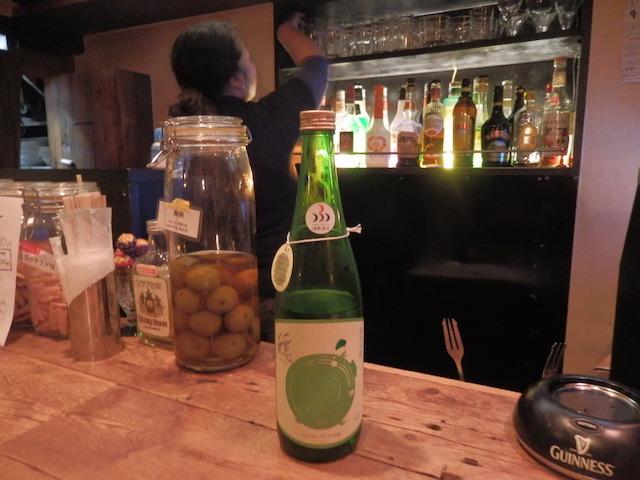 お気に入りの日本酒「穏」(おだやか)を出してくれた
