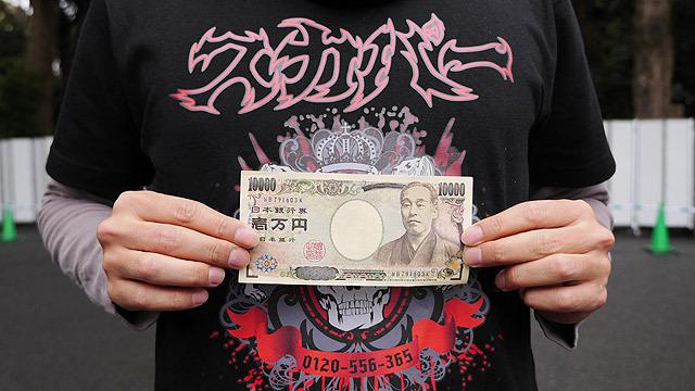 賽銭箱にお金を入れて領収書をもらいます!