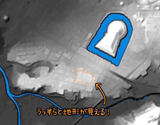 地形図で見てもかろうじてうっすらと古墳状に盛りあがっている(国土地理院「基盤地図情報数値標高モデル」5mメッシュをSimpleDEMViewerで表示したものをキャプチャ・加筆加工)