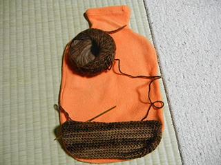 このオレンジカバーと同じ形になるように編む