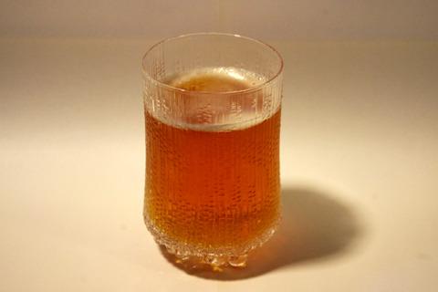 この茶色。全てが普通のビールのイメージを吹き飛ばすインパクト。