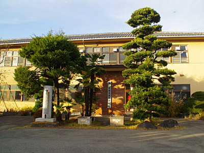 旧群南村役場の建物を利用した高崎市歴史民俗資料館。建物がすでに貴重な資料だ。