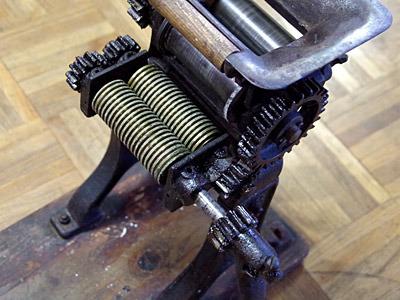 田中式の特徴である斜めに噛みあうヘリカルギアは、この時代から使われていたようだ。