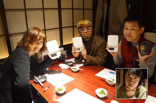 飲まない派メンバーは左からライターべつやく、きだて、小野。そして普段は飲む派の筆者古賀(枠内)も今日は飲まない派に入ってみることに