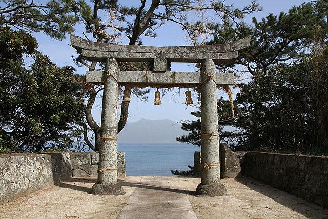 小値賀島にある地ノ神島神社は、野崎島の沖ノ神島神社と対になっており、