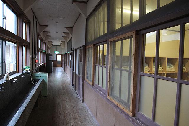 昔の小学校を改築したもの。