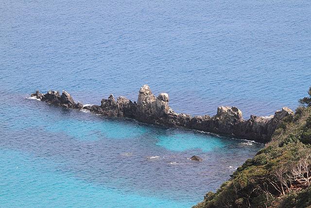 「軍艦瀬」という岩。たしかに軍艦みたいだ!
