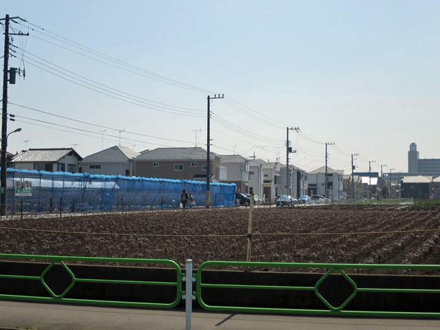 農地と新興住宅地のコントラストが武蔵野線っぽい