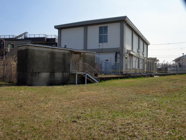 基礎が変電所の建物と一体化していた