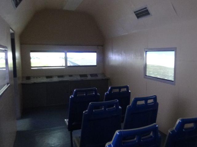 チベットに行く青蔵鉄道の車窓と運転席を再現している