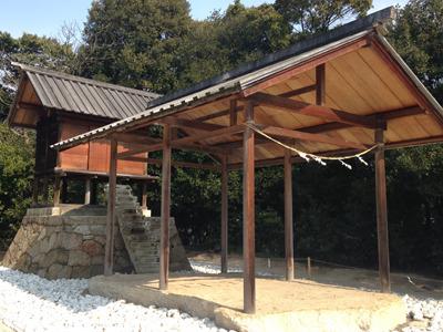 『護王神社』杉本博司 目を引く氷のような階段は地下へとつながっている。