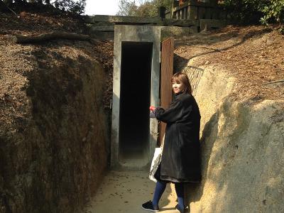 洞窟大好きでコーフン。地下への入り口は狭いスペースだが、中は広く、ガラスの階段から光が差し込まれていて幻想的だった。