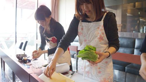 湯がいた肉を酢で調理(湯肉酢)。煮汁をどうするかが腕の見せ所か