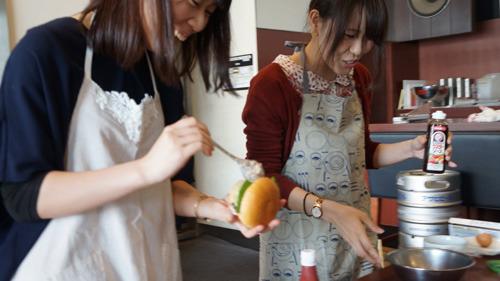 料理は苦手といっていたが手早い。藤田は美大を出てエンジニアになった異色の経歴の持ち主でもある