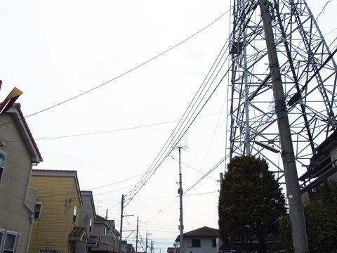それはたとえば「送電鉄塔と電線」だったり