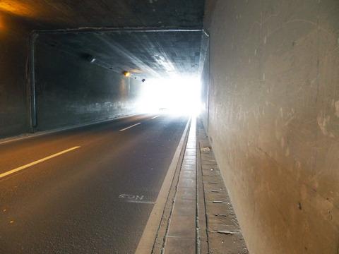 トンネルを抜けると、