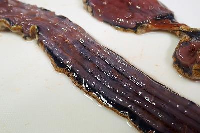 そして肝心の肉は暗紫色。