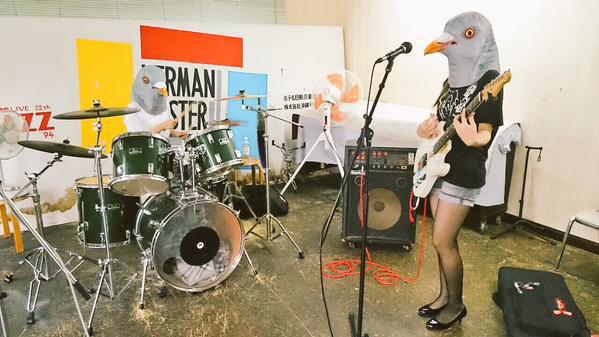バンド練習している学生に貸したときのようす(@Kurosuke1024 さんのツイートから)