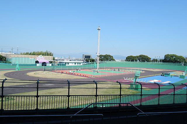 競輪のレーンの真ん中にまさかテニスコートがあって、和気あいあいとしているとは夢にも思わなんだ。