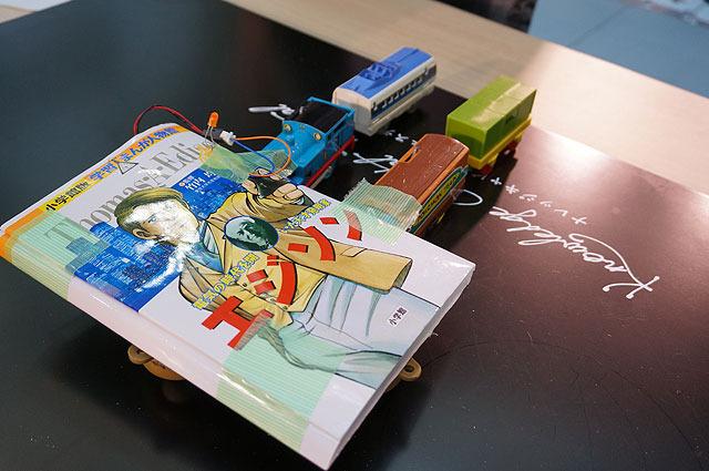エヂソヌ(はむ&たこ) 昨年11月のミニヘボコンに、手作りのラズベリーパイを搭載したロボット(Raspberry Piっていうマイコンとかかっています)で出場した二人組。今回はインテルのマイコン・Edisonとかけてきたが、AIBOのキャタピラの前に敗北