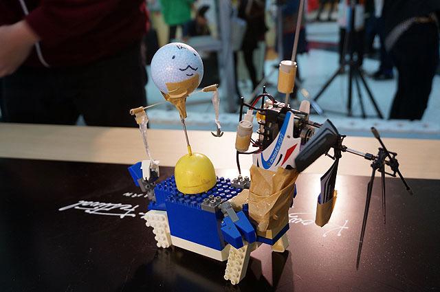 スパロボ君4D(肉) プロペラの回転で匂い袋に送風、いいにおいをさせながら戦う。子機「マグネサテライト」を搭載、試合中に飛び出し、自分で動き回る。