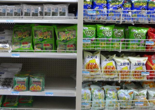 味付け海苔は、食べ物のコーナーでなくお菓子のコーナーにある