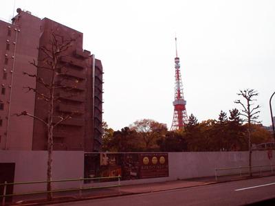 車窓に東京タワーや
