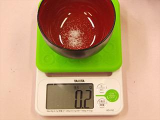お茶碗1杯に対して、0.2グラムのうま味調味料。