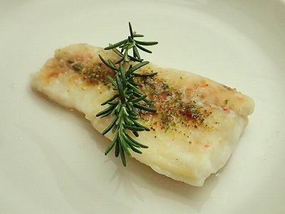 深海鮫肝油で作った深海鮫肉のコンフィ。