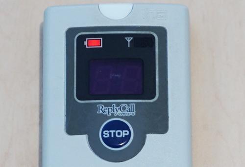 ディスプレイに赤く映える充電残量表示。